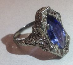 White gold filigree and sapphire ladies dinner ring Art Deco 1920's