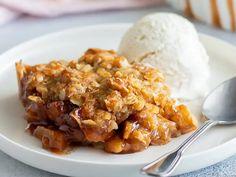 Knäckig äppelpaj | Recept från Köket.se Fika, Bakery, Foodies, Grains, Sweets, Beef, Snacks, Chicken, Desserts