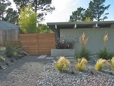 Rapturous Modern front yard fence ideas,Fence ideas new zealand and Garden fence Backyard Fences, Garden Fencing, Front Yard Landscaping, Garden Beds, Outdoor Landscaping, Landscaping Ideas, Backyard Ideas, Dog Fence, Front Yard Fence