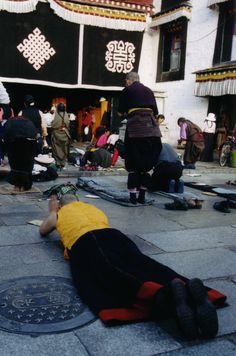 Praying Jokhang Temple - Lhasa