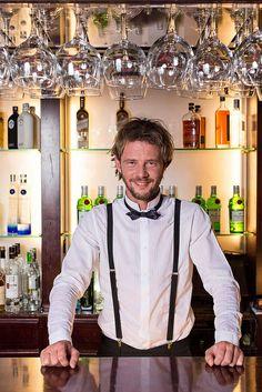 El bartender, que siempre ha sido personaje de inspiración para la gran pantalla, llega ahora a las tablas para contarnos una divertida paro... http://blogs.periodistadigital.com/elbuenvivir.php/2014/05/20/p351958#more351958