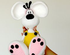 Mickey & Minnie Mouse Amigurumi Crochet Pattern PDF **This is a CROCHET PATTERN and NOT the finished toy** Created by : MintyHandmade Finished size : Approx 13 cm (w) x 13 cm (h) each --- Format: - PDF document - Written in English using US term - Includes photos and instructions Materials: - 2.5mm crochet hook - Yarns - Stuffing - Tapestry needle - Felts - Fake eyelashes - Glue Techniques used in this pattern: - Chain - Double crochet - Half double crochet - Increase - Decrease - ...