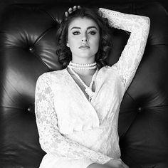 Sophia Loren inspired. ✨ photographer: @bonnienichoalds hmu: @christinaturino styled by: @christinacalautti
