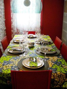 #diningroom #seating #meals #lunch #food #delicious #africanprint #tablecloth #tablesetting #tablescapes #red #eat #africaninspired #ankara
