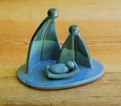 One piece nativity scene by MacMichaelPottery on Etsy - - like this design! Hand Built Pottery, Slab Pottery, Ceramic Pottery, Ceramics Projects, Clay Projects, Clay Crafts, Diy Nativity, Nativity Scenes, Simple Nativity