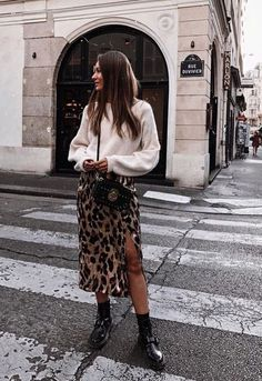 slit leopard skirt trendy leopard coat outfits that are Edgy Fall Street Style 2018 Outfits To Copy Moda Fashion, Fast Fashion, Winter Fashion, Fashion Art, Fashion Check, Travel Fashion, School Fashion, Fashion 2018, Cheap Fashion