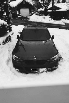 Someones mad about the snow Bmw Range, Ice Car, Bmw Black, Bmw M Series, Bmw Love, Mercedes Benz Cars, Bmw M4, Bmw Cars, Car Photography