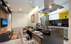 Ideia de layout para apartamentos pequenos. Cozinhas com ilhas – veja dicas   30 modelos de ilhas de cocção e refeição maravilhosas! - Apartamento