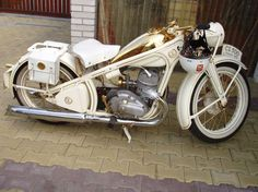 We Portray the Best looking Jawa and Yezdi motorcycles all over the world. Ideal Jawa and Yezdi Motorcycles are vintage motorcycles Vintage Bikes, Vintage Motorcycles, Cars And Motorcycles, Custom Harleys, Custom Bikes, Beast From The East, Honda, Motorcycle Art, Old Bikes