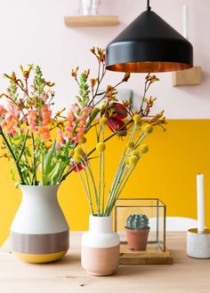Freshen up your home interior for the summer with bright and lovely yellow accent decor. Yellow Home Decor, Yellow Interior, Home Interior, Interior Styling, Interior Design Boards, Yellow Accents, Yellow Walls, Yellow Rooms, Deco Rose
