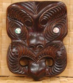 Maori Tiki Face Carving Tiki Faces, Maori Art, Kiwiana, Arts And Crafts, Art Crafts, Carving Designs, Abalone Shell, Aboriginal Art, Wood Carving