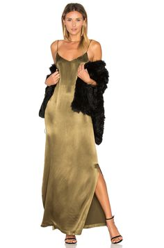 Ganni Sanders Satin Slip Maxi Dress em Oliva escuro