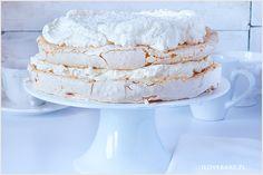 Tort bezowy ala raffaello lekki jak puszek z pysznym śmietankowym kremem na bazie mascarpone z wiórkami kokosowymi oraz Malibu. Torcik jest bardzo prosty w przygotowaniu, a smak nie ma sobie równych.