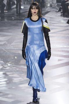 Louis Vuitton Fall 2016 Ready-to-Wear Fashion Show