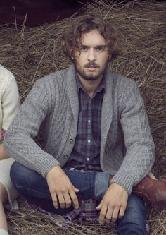 padrão cardigan Masculino de rombos You are in the right place about Cardigan refashion Here we offer you the most beautiful pictures about the Cardigan maglia you are looking for. When you examine th Mens Knitted Cardigan, Cable Cardigan, Men Sweater, Men Cardigan, Black Cardigan, Knitting Designs, Knitting Patterns Free, Knit Patterns, Free Pattern