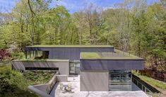 Exemple de Maison contemporaine avec toit terrasse végétalisé.