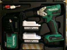 【DIY】憧れのウッドフェンス造り③基礎と支柱 : お家イズム Makita, Drill, Home, Hole Punch, Drills, Drill Press