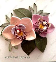 Here is a step by step paper quilling flower tutorial by Anastasiya Bertova. She is a creative quilling artist from Russia. The frilled center is edge painted crepe paper.
