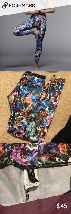 Onzie floral Leggings Like new! Onzie Pants Leggings