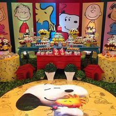 Que coisa mais fofa essa decoração para festinha Snoopy! By @ticianarbp #kikidsparty