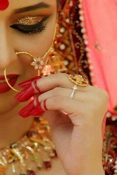 indian bride wearing a simple mehndi, big bindi, and jewellery nose pin Pakistani Bridal Makeup Red, Bengali Wedding, Bengali Bride, Desi Wedding, Wedding Bride, Bride Indian, Telugu Wedding, Wedding Advice, Hair Wedding