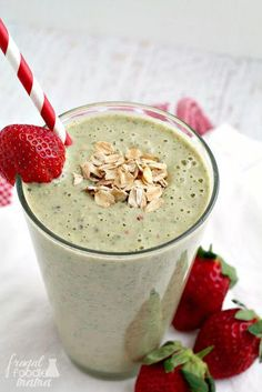Enjoy all the deliciousness of a peanut butter & jelly sandwich in this creamy . Enjoy all the deliciousness of a peanut butter & jelly sandwich in this creamy & healthy PB&J Gree Vegetable Smoothies, Apple Smoothies, Breakfast Smoothies, Healthy Smoothies, Smoothie Recipes, Green Smoothies, Drink Recipes, Breakfast Recipes, Jelly Recipes