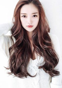 Ulzzang hair and makeup LOVE it she looks so cute! Korean Wavy Hair, Korean Hairstyle Long, Korean Hairstyles, Brown Hairstyles, Hairstyles Haircuts, Kpop Hairstyle, Korean Beauty, Asian Beauty, Korean Makeup