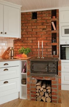 Tegelvägg i köket Brick wall in the kitchen Beautiful Kitchen Designs, Beautiful Kitchens, Cool Kitchens, Old Kitchen, Country Kitchen, Kitchen Interior, Home Interior Design, Living Room Furniture Arrangement, Cottage Kitchens