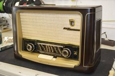 Radios, Jukebox, Rock Bands, Famous People, Art Ideas, Tv Shows, Electric, Knowledge, 3d