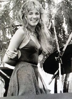 Stevie Nicks of Fleetwood Mac Stevie Nicks Young, Stevie Nicks Fleetwood Mac, Stevie Ray, Members Of Fleetwood Mac, Buckingham Nicks, Lindsey Buckingham, Stephanie Lynn, Women Of Rock, Look Vintage