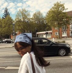Pelo Indie, Estilo Indie, Aesthetic Photo, Aesthetic Girl, Aesthetic Clothes, Aesthetic Pictures, Look Girl, Bandana Hairstyles, Curly Hairstyles