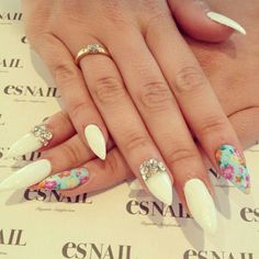 Floral pointy nails by esnail