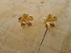 Lovely little flowers gold studs earrings handmade gold by peshka