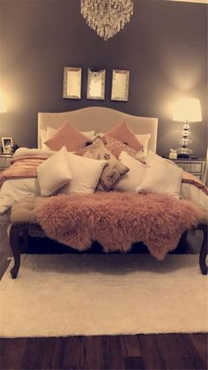 Teen Bedroom Ideas - Develop a room filled with personal expression, influenced by these teen room concepts. Whether kid or lady, filter through and locate a style that fits. Dream Rooms, Dream Bedroom, Home Bedroom, Girls Bedroom, Winter Bedroom, Warm Bedroom, Bedroom Decor Glam, Adult Bedroom Ideas, 50s Bedroom