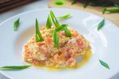 Омлет с помидорами на сковороде