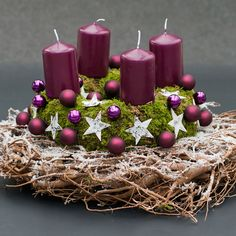 Der Adventskranz darf in der Vorweihnachtszeit nicht fehlen. Diese Farben liegen voll im Trend.