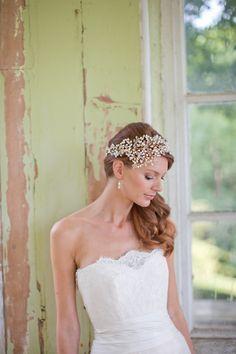 18 Hermione Harbutt Leafy Glamour Headdress 795 pouds Image Catherine Mead Brautmode 2014 – Designer Hochzeitskleider und Accessories