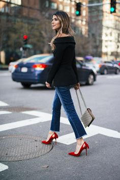 10 Most Gorgeous Women Simple Outfits Ideas With Heels That Look More Pretty - on-LA-on Red Heels Outfit, Heels Outfits, Dress And Heels, Red Stiletto Heels, Red Stilettos, High Heels, Outfits Pantalon Negro, Outfit Elegantes, Cute Girl Outfits