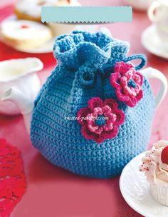 Crochet Tea Cosy More Crochet Tea Cosy Free Pattern, Tea Cosy Pattern, Crochet Cozy, Crochet Geek, Crochet Gifts, Free Crochet, Knitted Tea Cosies, Crotchet Patterns, Crochet Projects