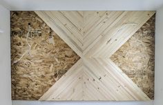 Use this DIY modern wood accent wall tutorial to add a modern touch to the wood plank wall trend! This easy DIY wood wall will transform your space into a rustic and modern farmhouse dream. Use the exact tutorial to add a mid century modern wood accent wall for cheap! #joyfullygrowingblog #woodwall #DIYaccentwall #woodaccentwall