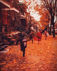 """""""The children running home beneath a twilight sky.Oh how I hate to see October go. Halloween Season, Halloween Art, Vintage Halloween, Happy Halloween, Twilight Sky, Bonfire Night, Autumn Aesthetic, Autumn Cozy, We Fall In Love"""