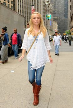 Hayden Panettiere heads into a Midtown office building. - Hayden Panettiere in Midtown Ashley Olsen, Pretty Outfits, Cute Outfits, White Flowy Top, Emma Style, Hayden Panettiere, Boho Look, Hippie Style, My Wardrobe