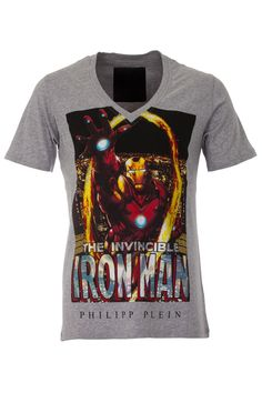 Be invincible in this PHILIPP PLEIN t-shirt. Funny tee perfect for your casual outfits. Browse the complete Philipp Plein collection online at Boudi UK. Philipp Plein is pure luxury with his latest Menswear Collection embodying the designers rebel streak, and glamorous ideals making thePhilipp Plein brand instantly recognisable.   FW14-HM341084