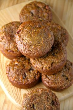 These delicious Flourless Morning Glory Muffins are gluten-free, refined sugar-free, dairy-free, oil-free and whipped up in the blender in under 5 minutes flat! Just add 2 TBSP of Brewers Yeast, and these will make a yummy lactation muffin! Healthy Muffins, Healthy Sweets, Healthy Baking, Healthy Snacks, Healthy Recipes, Diabetic Muffins, Skinny Muffins, Vegan Muffins, Protein Muffins