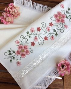 Embroidery On Clothes, Ribbon Embroidery, Embroidery Patterns, Brazilian Embroidery Stitches, Diy And Crafts, Arts And Crafts, Bordado Floral, Bargello, Sewing Stitches