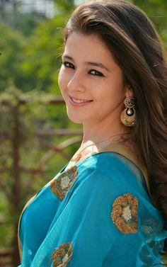Priyal Gor Beautiful Bollywood Actress, Most Beautiful Indian Actress, Beautiful Actresses, Beauty Shots, My Beauty, Beauty Women, Iranian Women Fashion, Tv Girls, Indian Tv Actress