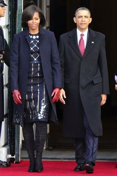 MICHELLE OBAMA chose British designer Roksanda Ilincic as her ensemble of choice when she met Chinese president Hu Jintao yesterday. The stylish first lady donned a beaded wool satin dress and wool coat from Ilincic's autumn/winter 2010 collection. Bo Obama, Barack Obama Family, Malia Obama, Obamas Family, Barrack And Michelle, Michelle And Barack Obama, Presidente Obama, Dresses For Apple Shape, Michelle Obama Fashion