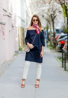 Want to instantly update all your summer outfits? Learn how to wear a summer scarf in new and creative ways, and look chic every day this summer. White Jeans Outfit, Jeans Outfit Summer, Summer Outfits, Bandanas, Denim Fashion, Girl Fashion, Style Fashion, Dress Over Jeans, Paris Outfits