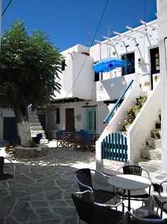 In the square on Antiparos Island, Greece Mykonos, Santorini, Places To Travel, Places To See, Greece Islands, Magic Circle, Paros, Pictures To Paint, Island Life