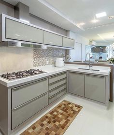 Choosing New Kitchen Cabinets If You Are Kitchen Remodeling Kitchen Room Design, Modern Kitchen Cabinets, Kitchen Cabinet Design, Modern Kitchen Design, Home Decor Kitchen, Interior Design Kitchen, Kitchen Furniture, New Kitchen, Kitchen Island